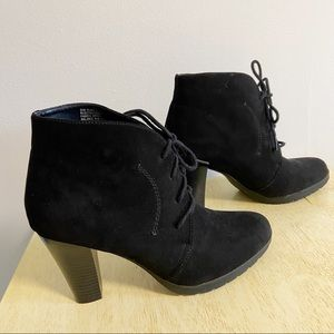 Modellista Black Faux Suede Sz 9.5 Lace Up Booties